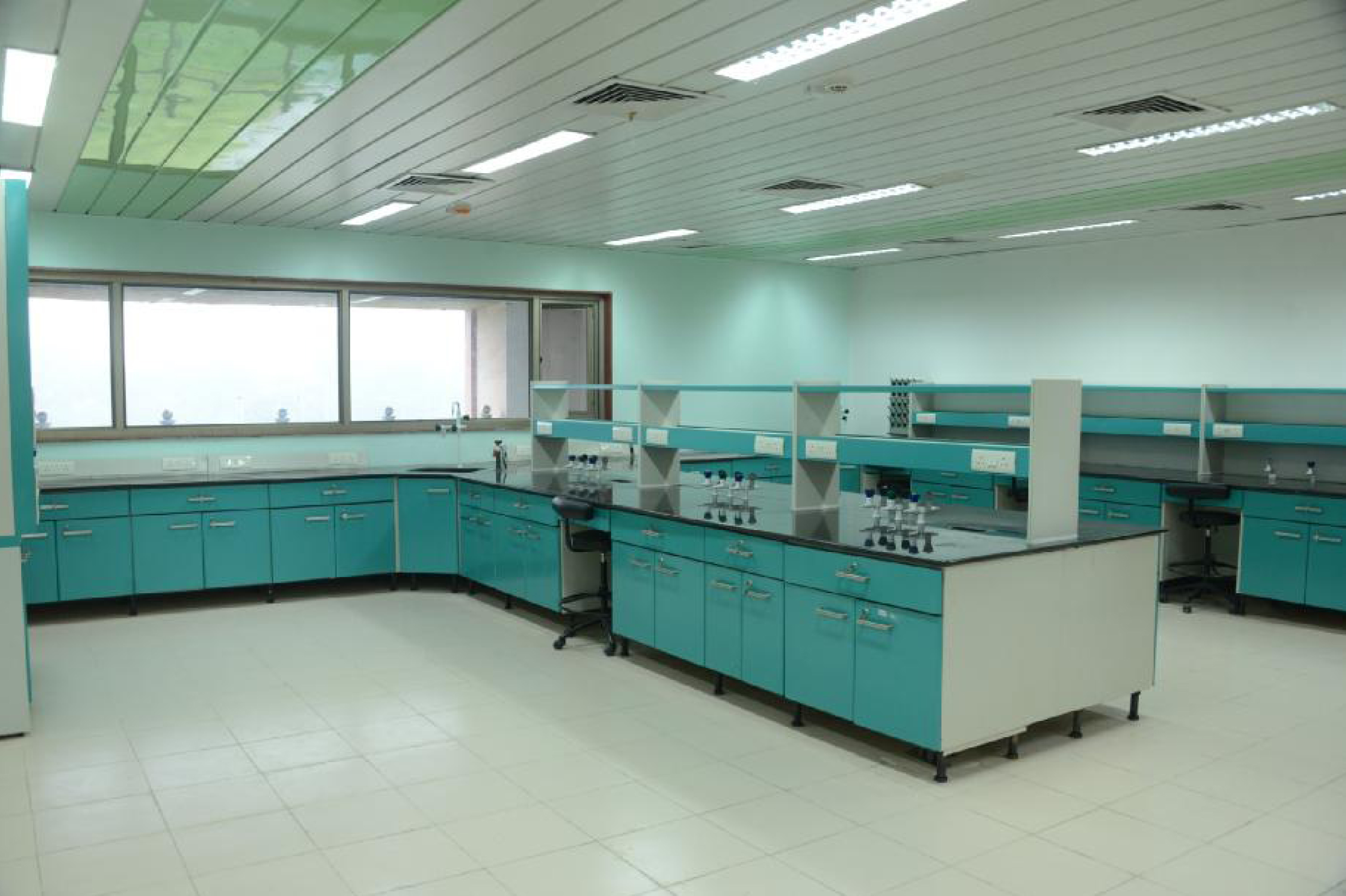 Beau Godrej Lab Furniture LH D04